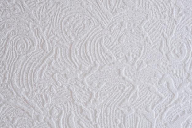 천장 타일에 흰색 골이 있는 패턴의 클로즈업.