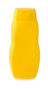 クリッピング パスと白い背景に黄色のボトルのクローズ アップ