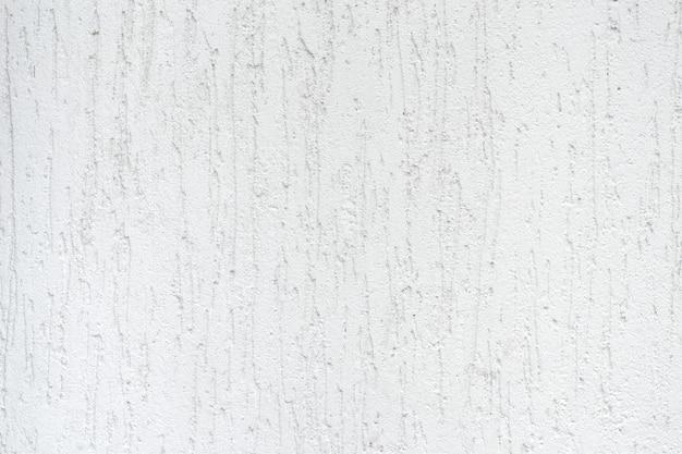 抽象的な縞模様の白い漆喰のテクスチャと壁のクローズアップ