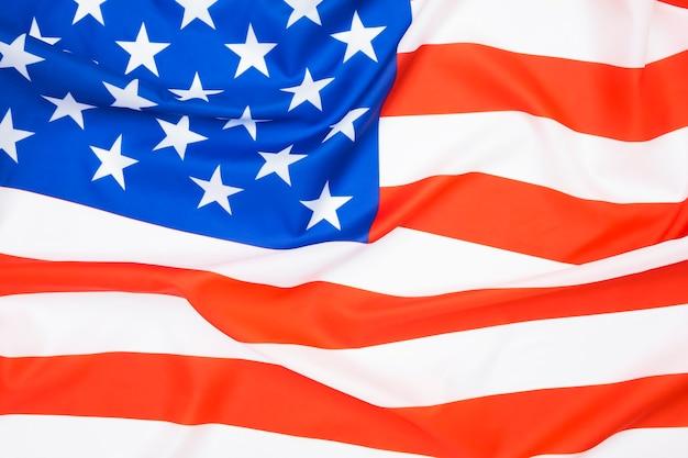 배경을 흔들며 미국 국기의 클로즈업