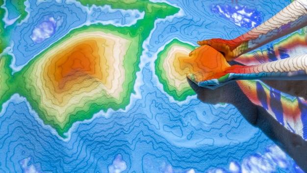 학생들을위한 학습 도구를 만드는 고급 기술인 증강 현실 (ar) 모래 테이블을 닫습니다. 프리미엄 사진