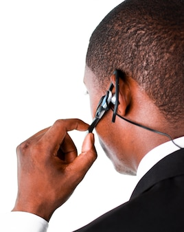 Крупный план бизнесмен, показывая его наушник