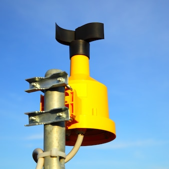ポール上部の風速計(風速計)のクローズアップ