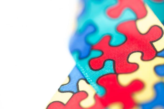 자폐증에 대 한 인식 리본의 클로즈업