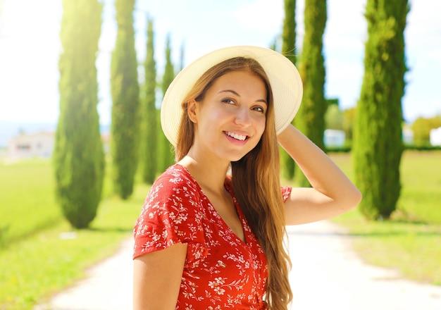 トスカーナの美しい少女のクローズアップ