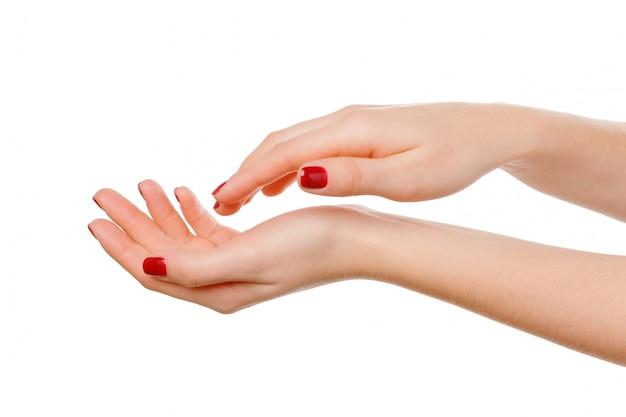 美しい女性の手のクローズアップ、手のひら。白で隔離