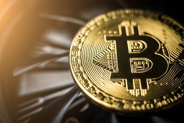 Крупный план биткойн монеты