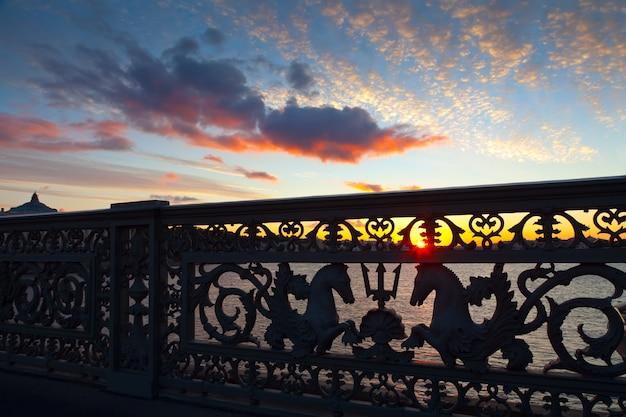 Закройте благовещенский мост утром