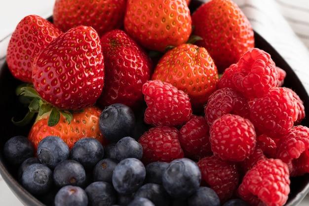 果物とボウルのクローズアップ