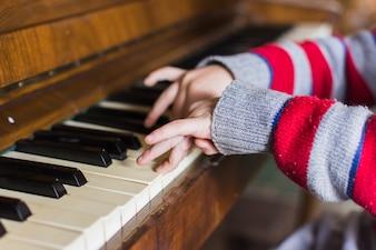 男の子、手、ピアノ、鍵、クローズアップ