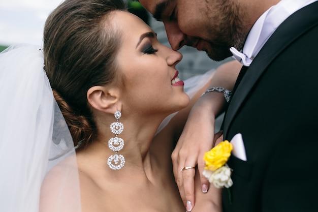 目を閉じて花嫁のクローズアップ