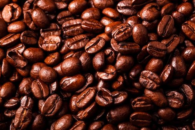 Крупный план коричневых кофейных зерен