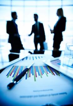 책상에 비즈니스 문서의 클로즈업