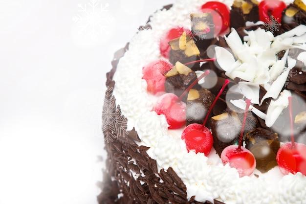 Крупным планом торт с вишней