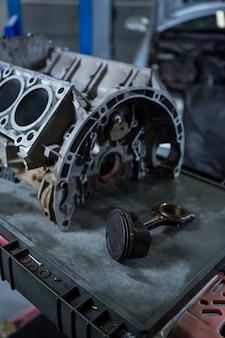 Крупным планом двигателя автомобиля