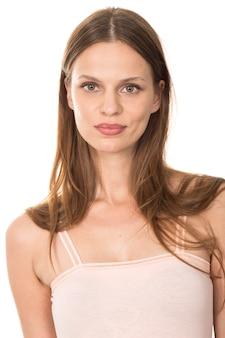 Крупным планом очаровательной женщины с длинными волосами