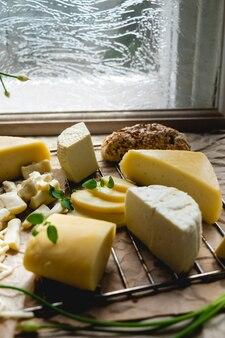 제공 될 준비가 치즈 플래터의 클로즈업