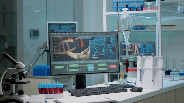 実験室の職場の化学デスクのクローズアップ