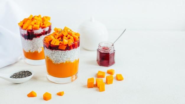 カボチャヨーグルト野菜と果物のチアプリンのクローズアップ