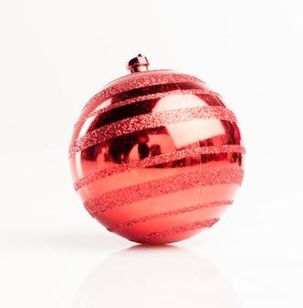 Крупным планом рождественский бал с отражениями