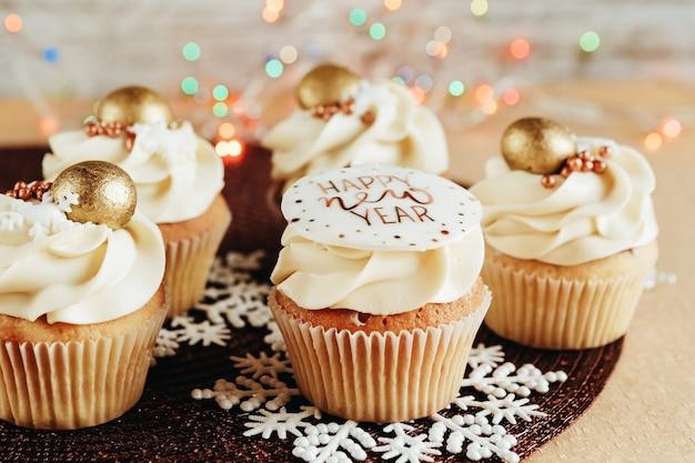 Крупный план рождественских кексов