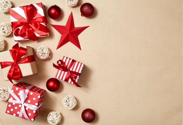 Крупный план рождественских подарочных коробок