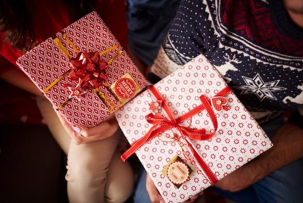 クリスマスプレゼントのクローズアップ