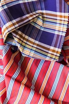 Крупный план красочный узор ткани