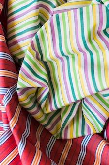 다채로운 줄무늬 패턴 패브릭 소재의 클로즈업