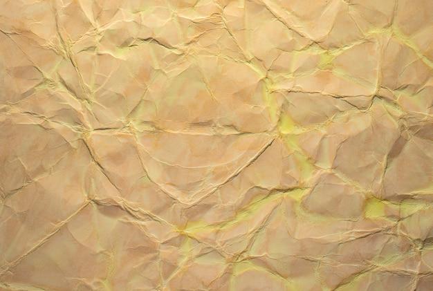 背景の砕いた紙のテクスチャのクローズアップ