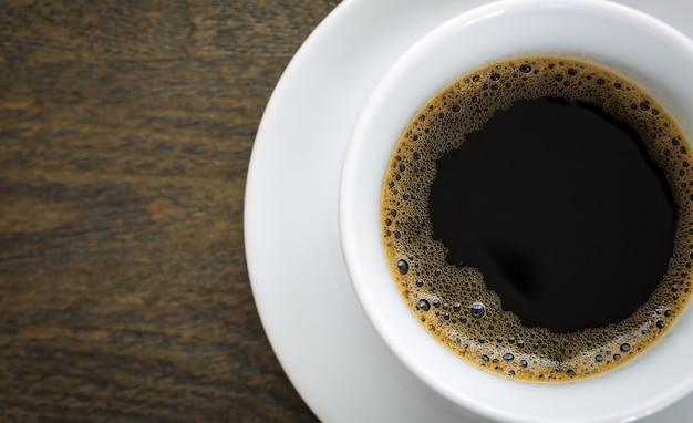 Крупным планом чашку с вкусным кофе
