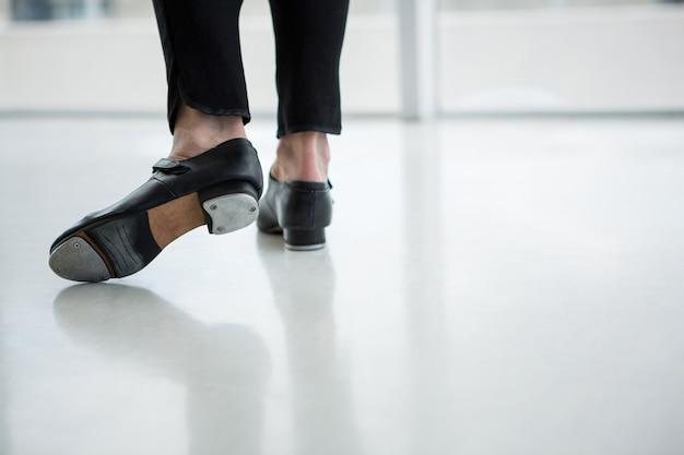 탭 신발을 착용 댄서의 클로즈업