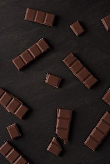 ダークチョコレートバータイルのクローズアップ