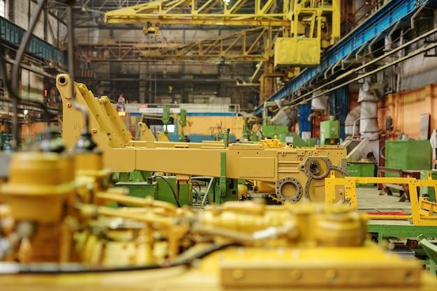 Крупный план детали машинного оборудования на машиностроительном заводе