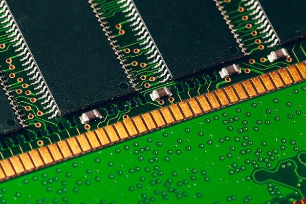 Крупным планом электронной платы с процессором