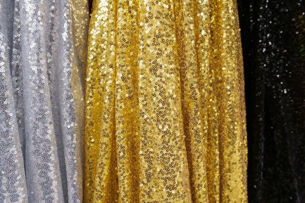 ファブリック-繊維の背景、マルチカラーの服のクローズアップ