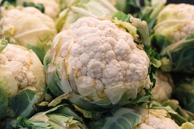Крупный план свежей цветной капусты