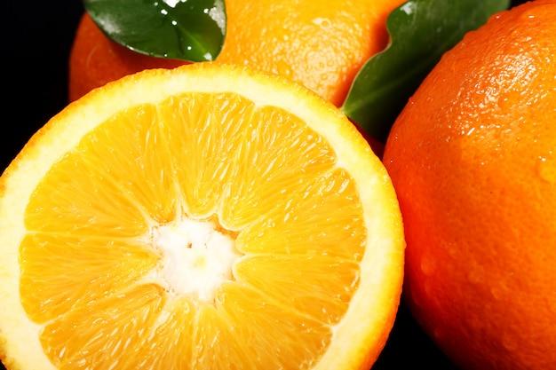 新鮮なオレンジ色の果物のクローズアップ