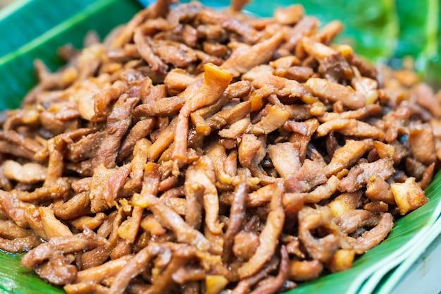 Заделывают жареной свинины, тайский уличный продовольственный рынок