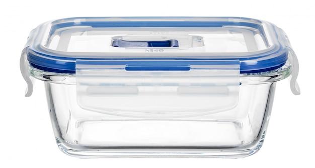 白い表面に分離されたガラス食品容器のクローズアップ