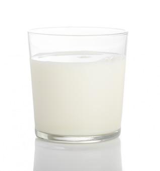 牛乳のガラスのクローズアップ