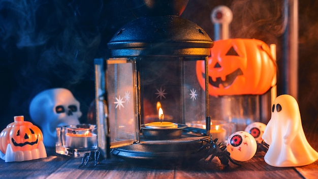 Заделывают жуткие украшения праздника хэллоуина