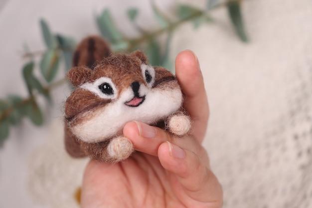 모양 다람쥐에 수제 인형의 클로즈업