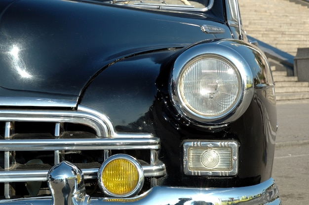 오래된 차의 헤드라이트 클로즈업