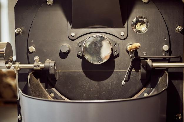 커피 콩 로스팅 및 냉각을위한 산업용 장비 닫습니다