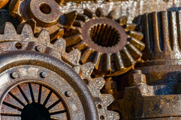 Крупным планом железных зубчатых колес