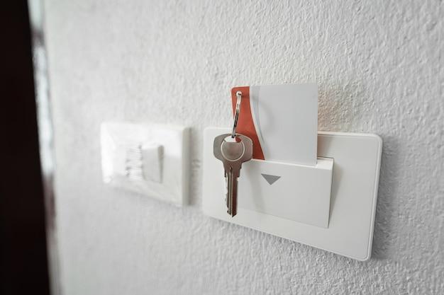호텔 객실의 키 카드 닫기