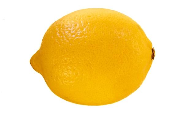 白い背景の上のレモンのクローズアップ