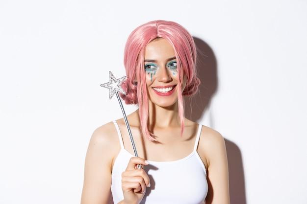 Крупный план прекрасной красивой девушки в костюме феи на хэллоуин