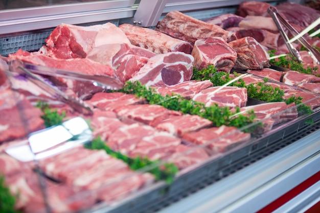 展示中の肉のクローズアップ